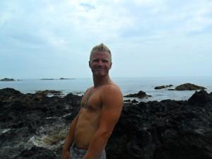 Så här glad är man när man får bada i varma havskällor på Azorerna